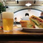 サンドイッチファクトリー・オー・シー・エム - ハンバーグ・エッグ 540円(税別)、ビール 500円(税別)