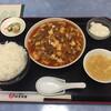 麻婆菜館 - 料理写真:2020年7月時点ランチメニュー 麻婆豆腐定食(ご飯大盛り¥50増し)総計¥913