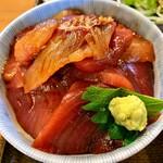 一平鮮魚店 せがわ - 料理写真:海鮮丼 刺身は多めご飯は少なめ ヅケ丼です
