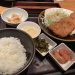 博多もつ鍋 やまや - めんたいタルタルのタラカツ定食