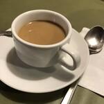 サイゴン・レストラン - コーヒはセルフサービス。もちろん、お替り自由!