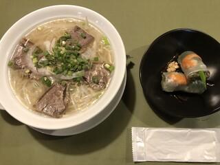 サイゴン・レストラン - 牛肉のフォー+生春巻きのセット(890円)はお得!
