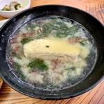 片山水産 - 海鮮風味噌汁、カンパチの切り身が美味しかった。