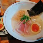麺と心 7 - 料理写真:濃厚魚介そば
