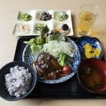 ピュア菜 - 料理写真:お席にメイン料理、惣菜(食べ放題)を配膳させていただきます。