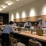 吉池食堂 - 目の前で板さんが料理