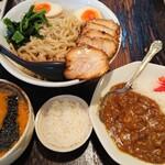 六本木らーめん 東京食品 まる彦 -