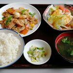 みかど チャイニーズレストラン - 料理写真:八宝菜定食(五目野菜炒め) ランチで小鉢付き 790円 (税別)