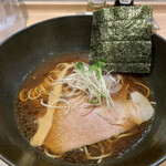 濃厚しょうゆラーメン 自家製麺 フラワー -