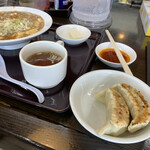 南京亭 - 付け合せの餃子