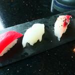 琉球回転寿司 海來 - 県産魚の食べ比べ(マグロ、セイイカ、アカマチ、イラブチャー)