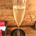 大衆食堂 瓦町ブラン - スパークリングワイン