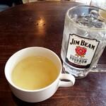 森のブッチャーズ - スープと、ジョッキで出てきたお冷や!!