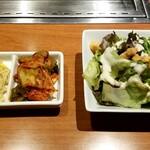 JA全農ミートフーズ直営 焼肉ぴゅあ - ナムル、キムチ、サラダ