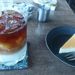 マッチ絵の家 - カフェラテとベイクドチーズケーキ
