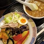 大黒亭 - 料理写真:野菜たっぷりカレーつけめん 830円