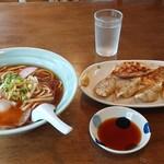あさひ川 - 料理写真:醤油ラーメン+餃子=700円
