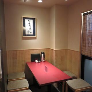 少し奥にある個室風のテーブル席(間仕切りはありません)※最大5名様まで