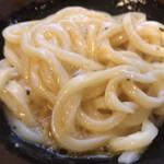 132668282 - ☆ コシのある饂飩にバターの風味と卵のまろやかさが加わります♪胡椒のアクセントもヨキ❗️まさに和風カルボです^ ^