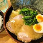 横浜ラーメン 北村家 - 料理写真:青葉盛ラーメン(並)、ライス