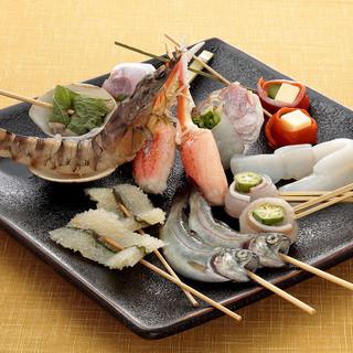 魚をはじめ海老や貝などの海鮮素材の創作串かつも豊富です。