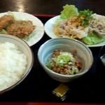 くま - 【ランチ】豚肉香味醤油三品定食780円