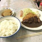 しらさき食堂 - 料理写真:トンカツ定食(750円)と 副惣菜の大根とイカの煮物