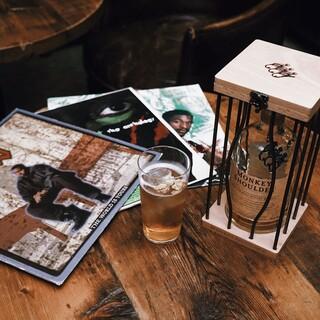 他にはないクラフトカクテルの数々や豊富なウイスキーが楽しめる