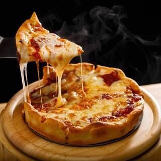 溢れるチーズ!話題のシカゴピザ専門店です!