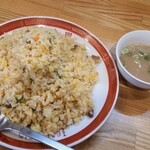 東園 - 料理写真:焼めし(大盛り)。スープ付きです。