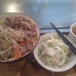 1327971 - ランチ:牛スタミナ丼(600円)