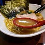 らーめん飛粋 - 豚骨醤油スープ (あっさり)