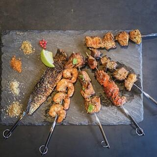 本格的なスパイス&ハーブが効いた、エキゾチック料理の数々