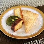 バーラウンジ 夜間飛行 - 2皿目@初回の焼き菓子アラカルトプレート。シェア。チーズバウンドケーキ(奥)もっと厚く!