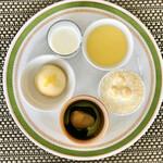 バーラウンジ 夜間飛行 - 4皿目@トロピック、北海道ミルクゼリー、低温殺菌牛乳プリン、タルトバナーヌ、京都産抹茶と小豆のパフェ