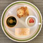 バーラウンジ 夜間飛行 - 7皿目@京都産抹茶と小豆のパフェ、パイシュー、ショートケーキ、北海道産生クリームのロールケーキ