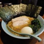 らーめん 晴れる家 - 料理写真:味玉ラーメン800円