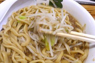 雷 - なお、もやし中心の茹で野菜には塩気がないので、麺やスープを飲み干す際に茹で野菜を挟み込むように食べることをオススメします!
