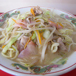 再来軒 - チャンポン470円。野菜たっぷり、お肉は大きめ、麺はヤワもっちり。