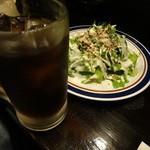居酒屋 一休 - コーラサワーとシーザーサラダ
