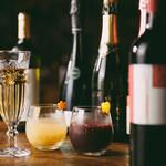 ワインやスパークリングワインのカクテル