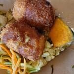 ニュールーシー - 高菜チャーハンとクリームコロッケ。クリームコロッケは、カレー味。