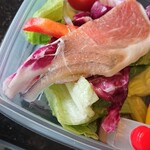 ニュールーシー - サラダは、添え物的ではなく、きちんと一品。