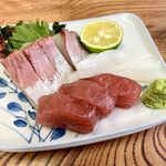 片山水産 - 刺身。カンパチ、鮪、イカ。 添えられた酢橘が非常に嬉しい(*^ω^*)