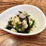 片山水産 - 海藻サラダのような?酢の物のような? 魚卵、わかめ、海藻類。