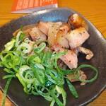会津屋 - 豚トロ黒胡椒のレモン仕立て