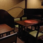 雷門 き介 - 2階テーブル席