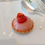 MOTIF - タルト、トマト、いちご。トマトの酸味がいいアクセント。