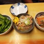 いづみや - 料理写真:枝豆、もつ煮、きびなご南蛮漬け