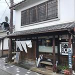 篠山花格子 - 外観(この通りはこのような風情のある建物が並んでいます)